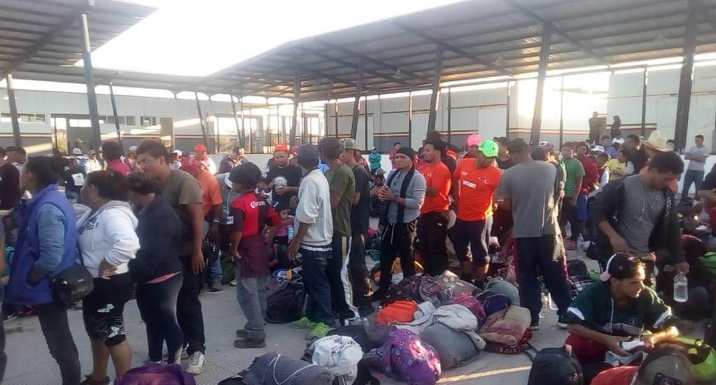 Arriba caravana migrante a Sinaloa - Llegada de migrantes a Escuinapa, Sinaloa. Foto de @Riodoce_mx