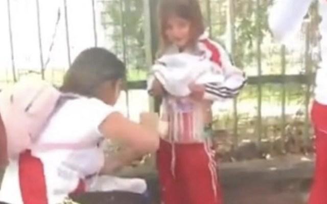 Detienen a mujer que adhirió bengalas en menor para intriducirlas al River-Boca - Foto de captura de pantalla