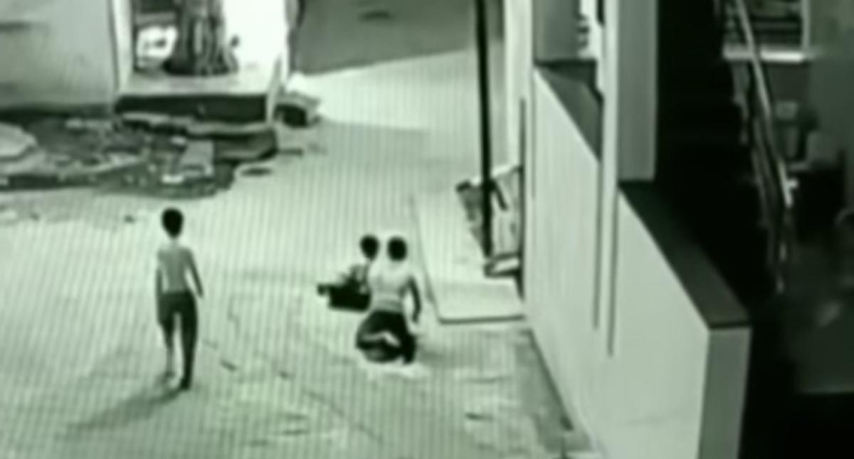 Nene salvó la vida de su amigo de casualidad — Impactante
