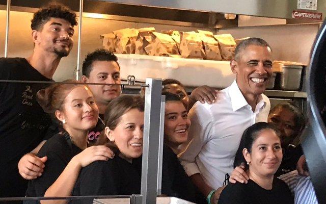 #Video Barack Obama come tacos de cochinita - Foto de @NewsbySmiley