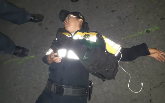 Conductor de BMW azota a policía para evitar infracción - Foto de internet