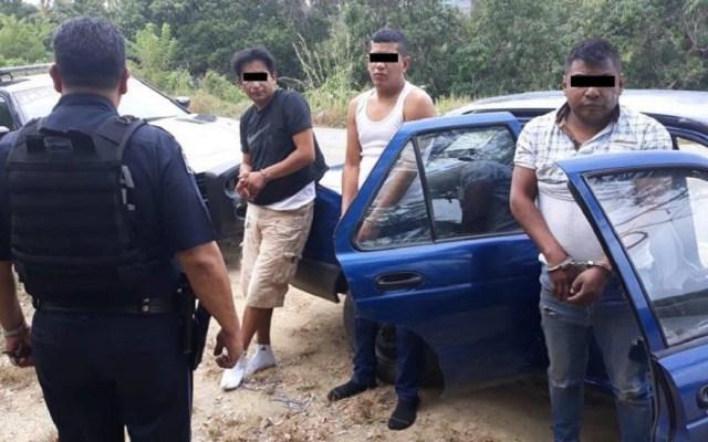 Intentan linchar a tres por intento de estafa en Acapulco - Presuntos defraudadores de vecinos en Acapulco. Foto de @robertoalvarezheredia