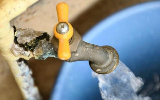 Limitarán suministro de agua a 50 litros diarios a deudores con Sacmex - Restringirán a 50 litros diarios suministro de agua a deudores con el sacmex