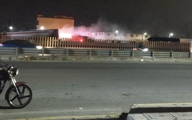 #Video Se incendia tráiler en la Autopista México-Puebla - Foto de @sofyvaldivia