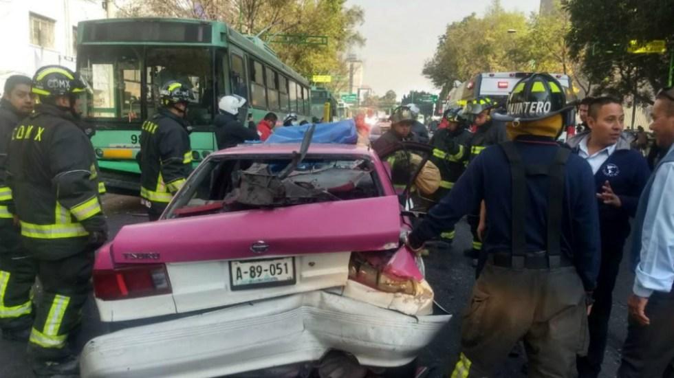 Choque entre taxi y trolebús en Eje Central deja dos lesionados - Foto de @kroseco25