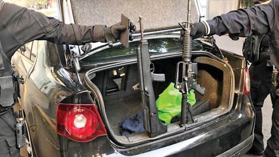 Armas confiscadas a presuntos implicados en tiroteo en Coyoacán. Foto de Internet