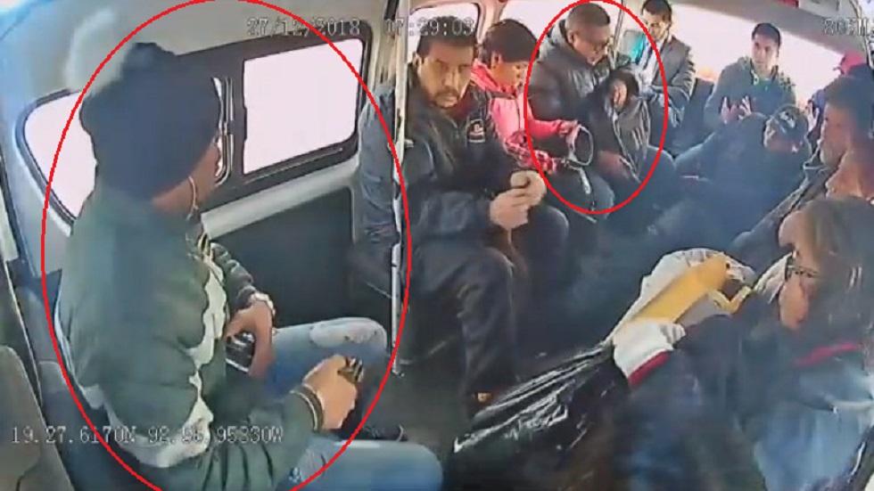 #Video Asaltan a pasajeros de combi en el Edomex - Los asaltantes subieron en la base haciéndose pasar como usuarios. Captura de pantalla