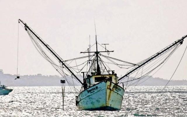 Piratas asaltan barco camaronero en Mazatlán - Barco camaronero. Foto de Internet