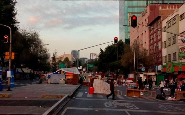 Continúa bloqueo en Arcos de Belén - Foto de @grawperez