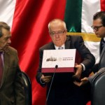 Protestan en la comparecencia de Carlos Urzúa - Carlos urzua defiende realismo del presupuesto
