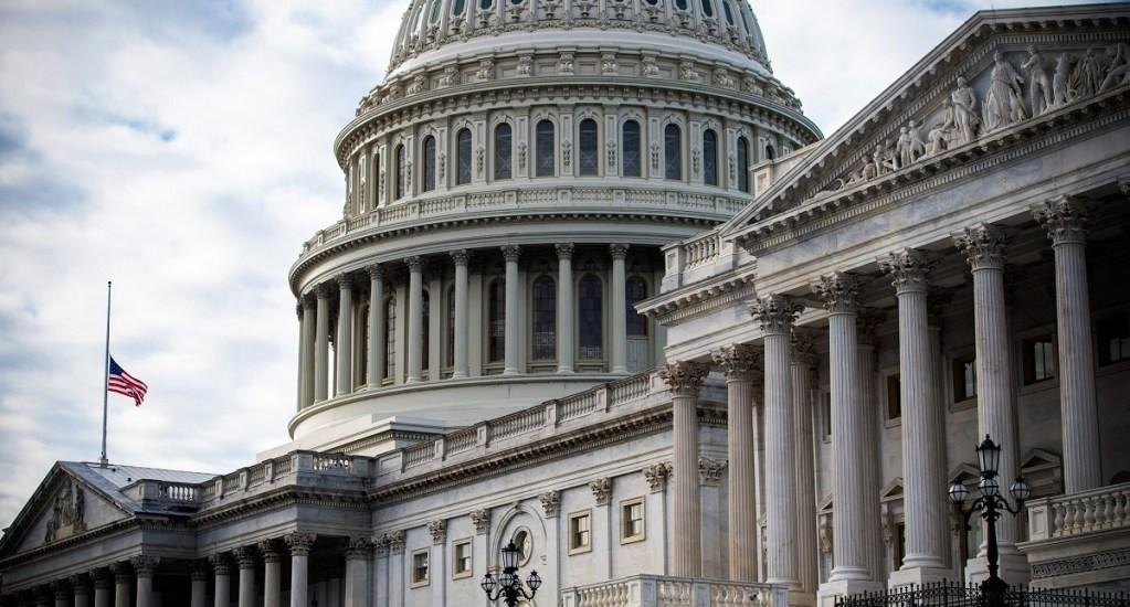 Demócratas avalan paquete para poner fin a cierre de gobierno de EE.UU. - cierre gobierno