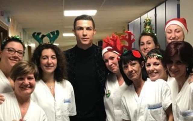 Cristiano Ronaldo visita a niños enfermos de cáncer en Turín - Foto de Corriere dello Sport