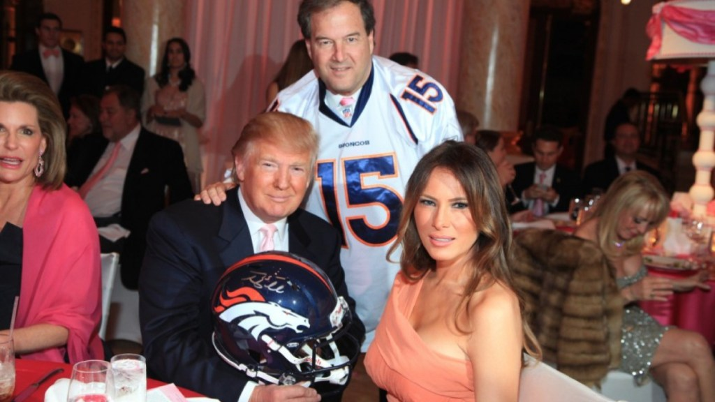Donald Trump deberá vender el casco de Tim Tebow - Donald Trump venderá su casco de Tim Tebow