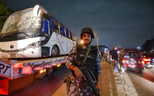 Suben a cuatro los muertos por ataque a autobús en Egipto - Foto de AFP