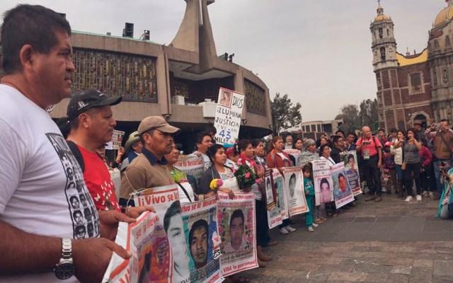 Llega a la Basílica peregrinación de padres de normalistas - Foto de @CentroProdh