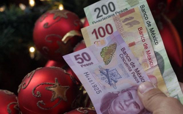 Mexicanos gastarán su aguinaldo en alcohol y ropa - Gastar el Aguinaldo. Foto de Agencia Enfoque