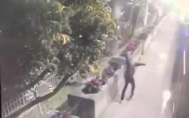 #Video Así atacaron el Consulado de EE.UU. en Guadalajara con granadas - Captura de pantalla