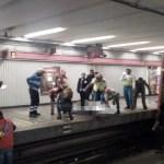 Hombre muere al arrojarse a las vías del Metro Balderas - Foto de Jerrx Galicia