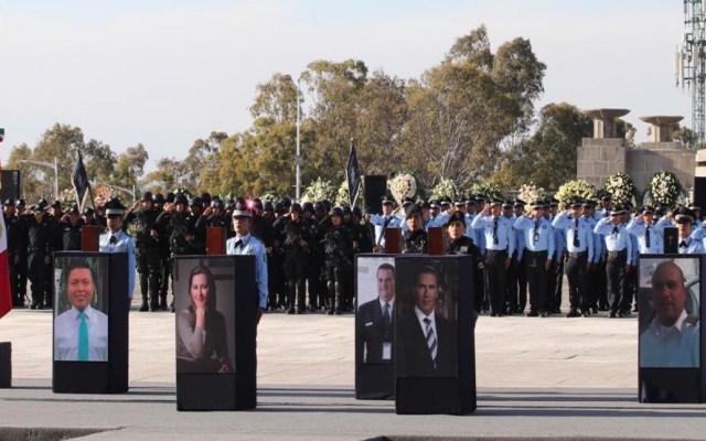 AMLO garantiza transparencia en muerte de Martha Erika Alonso - Homenaje a víctimas de accidente aéreo en Puebla. Foto de Gobierno de Puebla
