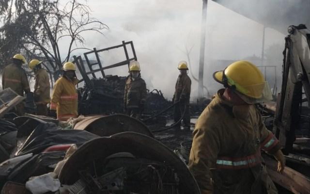 Incendio en bodega de desechos industriales en Morelos - Foto de @CES_Morelos