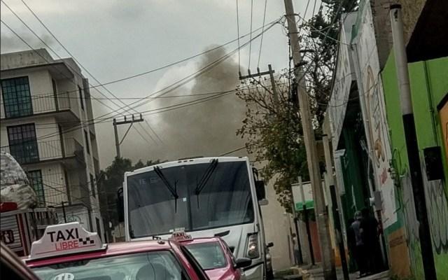 #Video Incendio consume fábrica de colchones en Álvaro Obregón - Foto de @FERNANDOMUOZ1