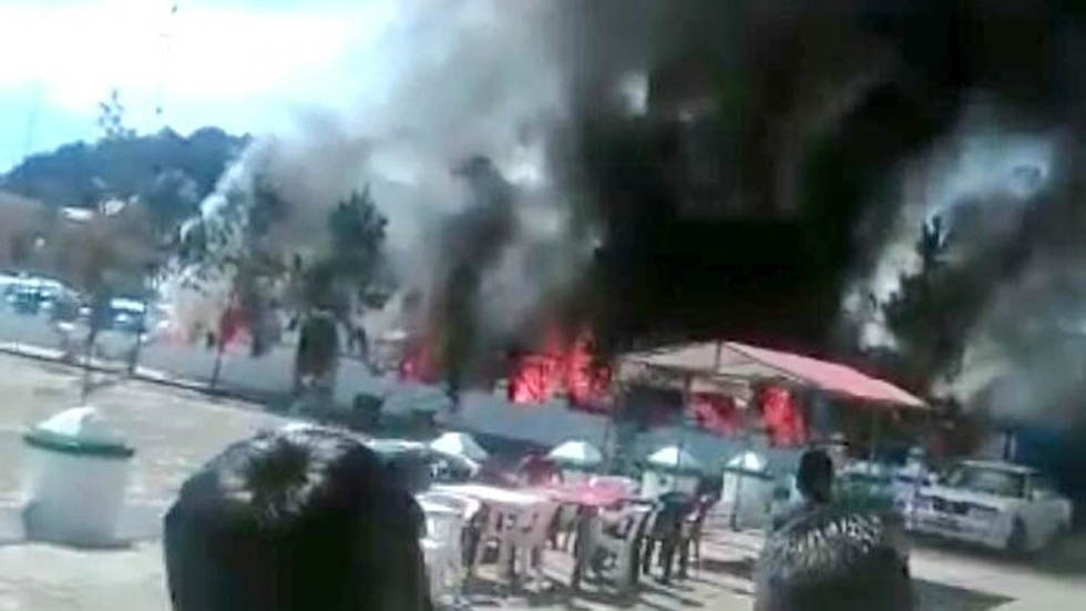 #Video Explotan puestos de mercado pirotécnico en Chiapas - Incendio de puestos pirotécnicos en San Juan Chamula. Foto de Twitter