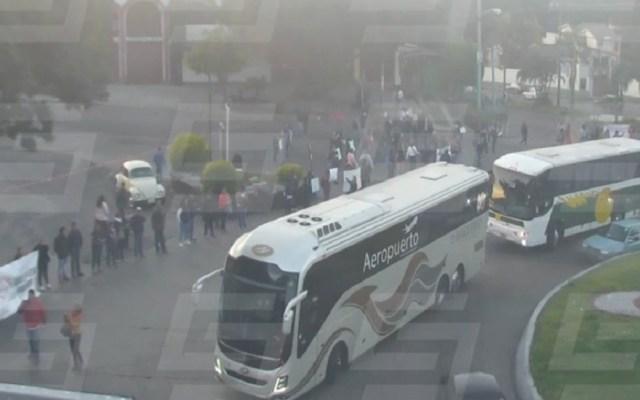 Reabren circulación en carreteras rumbo a Cuernavaca - Manifestantes en entrada a Cuernavaca. Foto de @VialC5