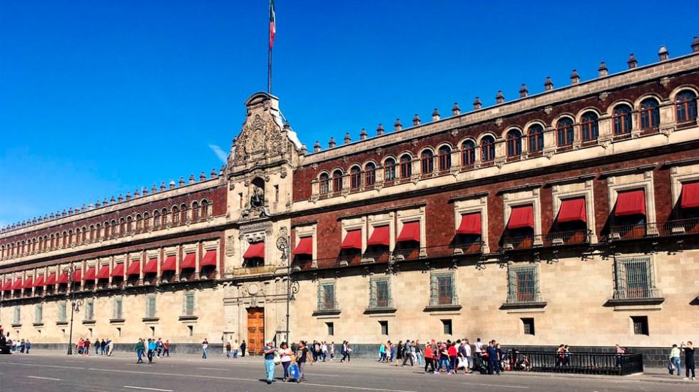 Retiran vallas de Palacio Nacional tras 16 años - Foto de @jorgepedro