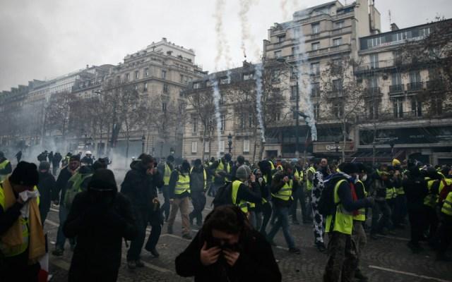 Varios periodistas heridos en las protestas en París - Foto de AFP