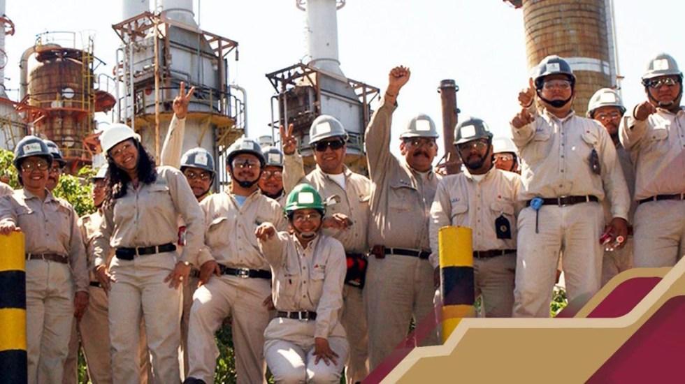 Pemex acuerda aumento salarial con sindicato de trabajadores petroleros - Trabajadores de Pemex. Foto de @Pemex