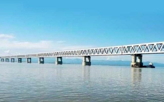 Inauguran el puente ferroviario y vial más largo de india - Foto de Prensa Latina