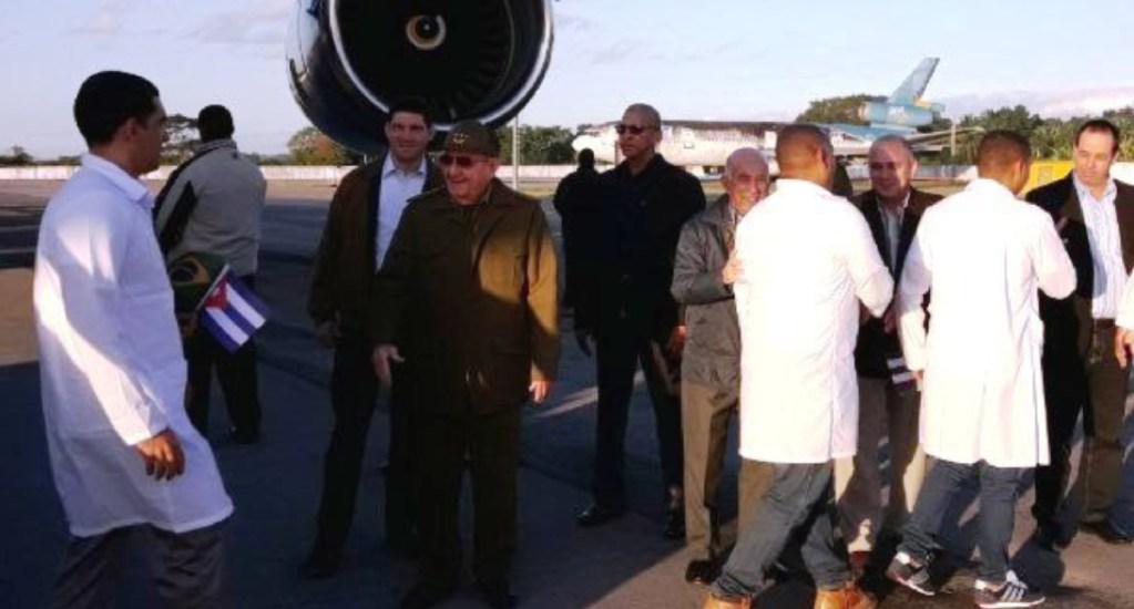 Raúl Castro recibe a médicos cubanos retirados de Brasil - raul castro recibe a médicos cubanos desde brasil