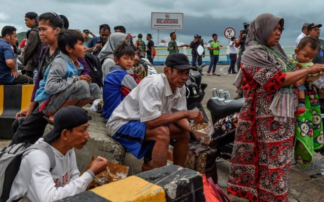 Alertan por posible crisis sanitaria en Indonesia tras tsunami - Foto de MOHD RASFAN / AFP