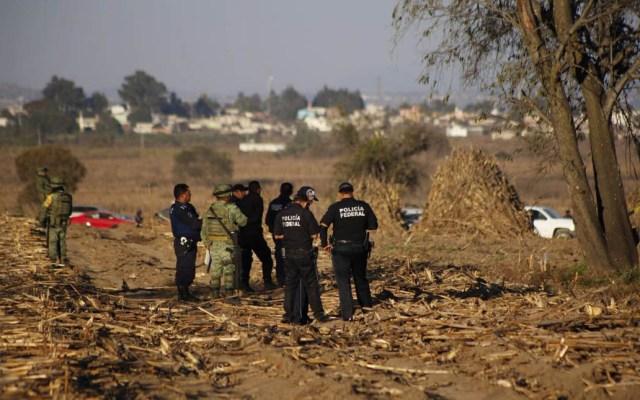 Puebla suma 15 víctimas de accidentes aéreos de políticos - Policías en el área del siniestro. Foto de Milenio