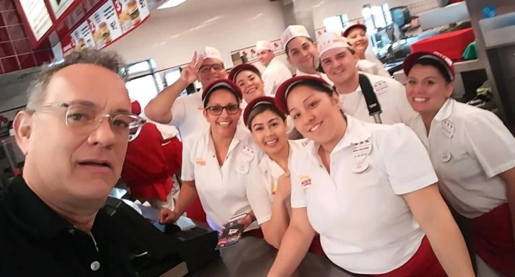 Tom Hanks paga el almuerzo a comensales en restaurante de hamburguesas - Foto de Instagram