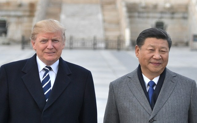 China acepta retirar y reducir aranceles automotrices a EE.UU. - Donald Trump y Xi Jinping. Foto de AFP / Jim Watson China