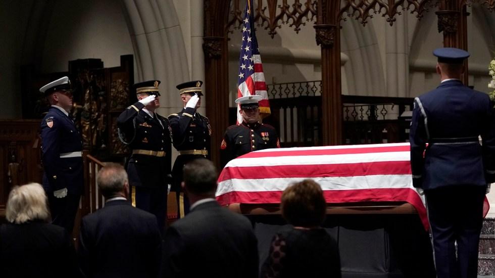 Largas filas para dar último adiós a George H. W. Bush - Última ceremonia fúnebre de George H.W Bush en la St. Martin's Episcopal Church de Houston, Texas. Foto de AFP / David J. Phillip