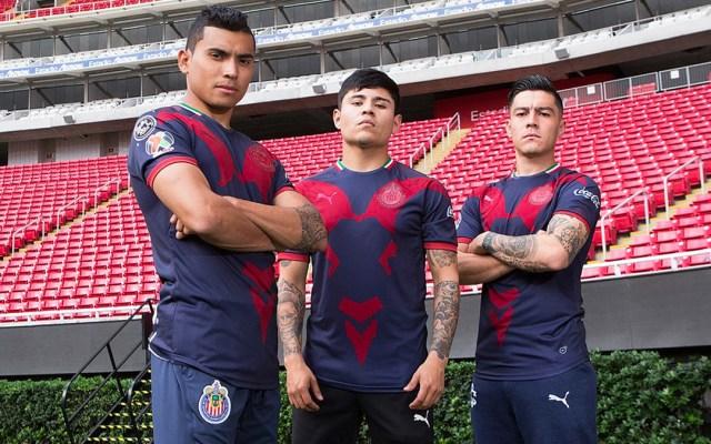 Nuevo uniforme alternativo de las Chivas - Foto de Twitter