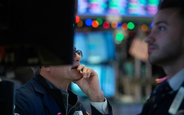 Wall Street cayó tras decisión de la Fed de aumentar tasas de interés - Foto de AFP