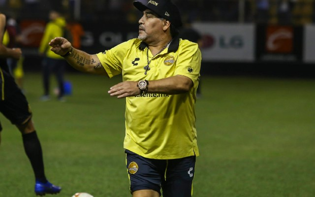 Maradona amenaza con revelar secretos de la FIFA - maradona amenaza a la fifa