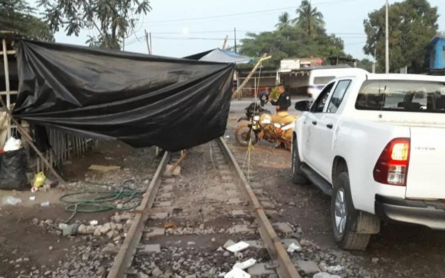 Maestros de la CNTE reservan su derecho a declarar en Michoacán - Bloqueo de la CNTE en líneas ferroviarias de Michoacán. Foto de Notimex