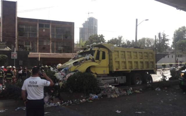 Investiga PGJCDMX accidente vial en donde murieron dos peritos - Foto de @OpEsMx
