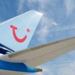 Obligan a familia a viajar sentada en el suelo de un avión