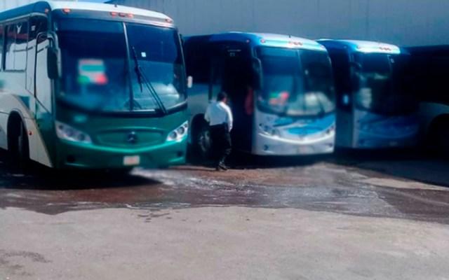 Normalistas retienen 28 autobuses en el Estado de México - Foto Especial