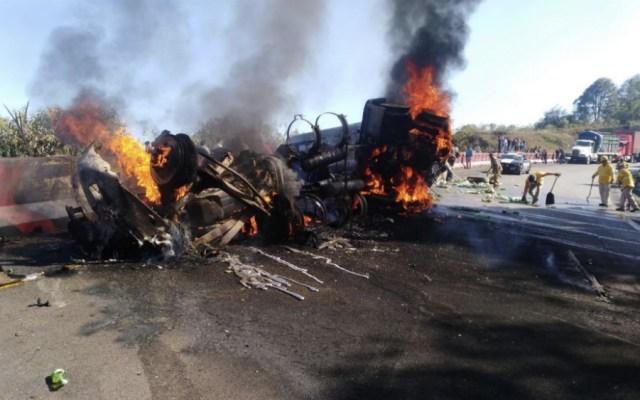 Cierran Autopista 150D Puebla-Córdoba por tráiler en llamas - Foto de @PF_Carreteras