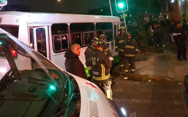 Accidente de transporte público en Iztacalco deja nueve lesionados - Foto de @beja34