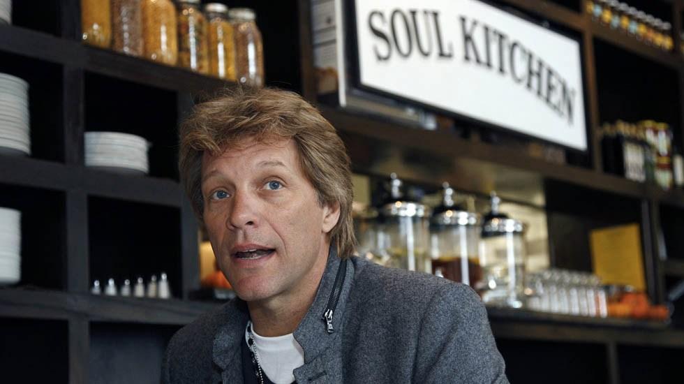 Restaurante de Bon Jovi da comida gratis a funcionarios de EE.UU. - Foto de AP