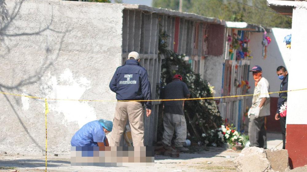 Profanan tumba de mujer en Guanajuato - Foto Especial