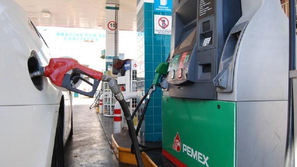 Gasolina es 5 pesos más barata en frontera norte de México - Cargar gasolina. Foto de Internet