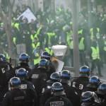 """Se manifiestan 27 mil """"chalecos amarillos"""" este sábado en Francia - Foto de AFP"""